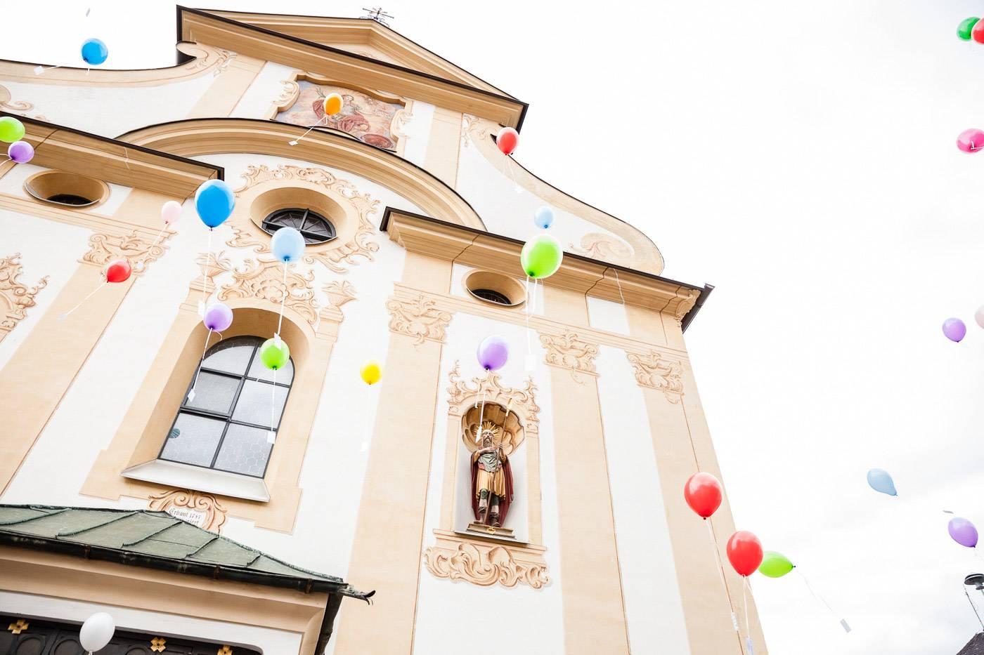 aschenputtel-hochzeitsfotograf-luftballons-fulpmes-stubaital-tirol