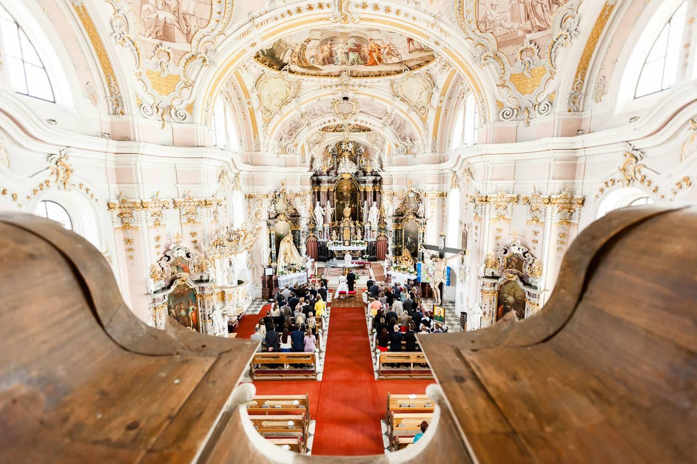 aschenputtel-hochzeitsfotograf-kirche-goetzens-tirol