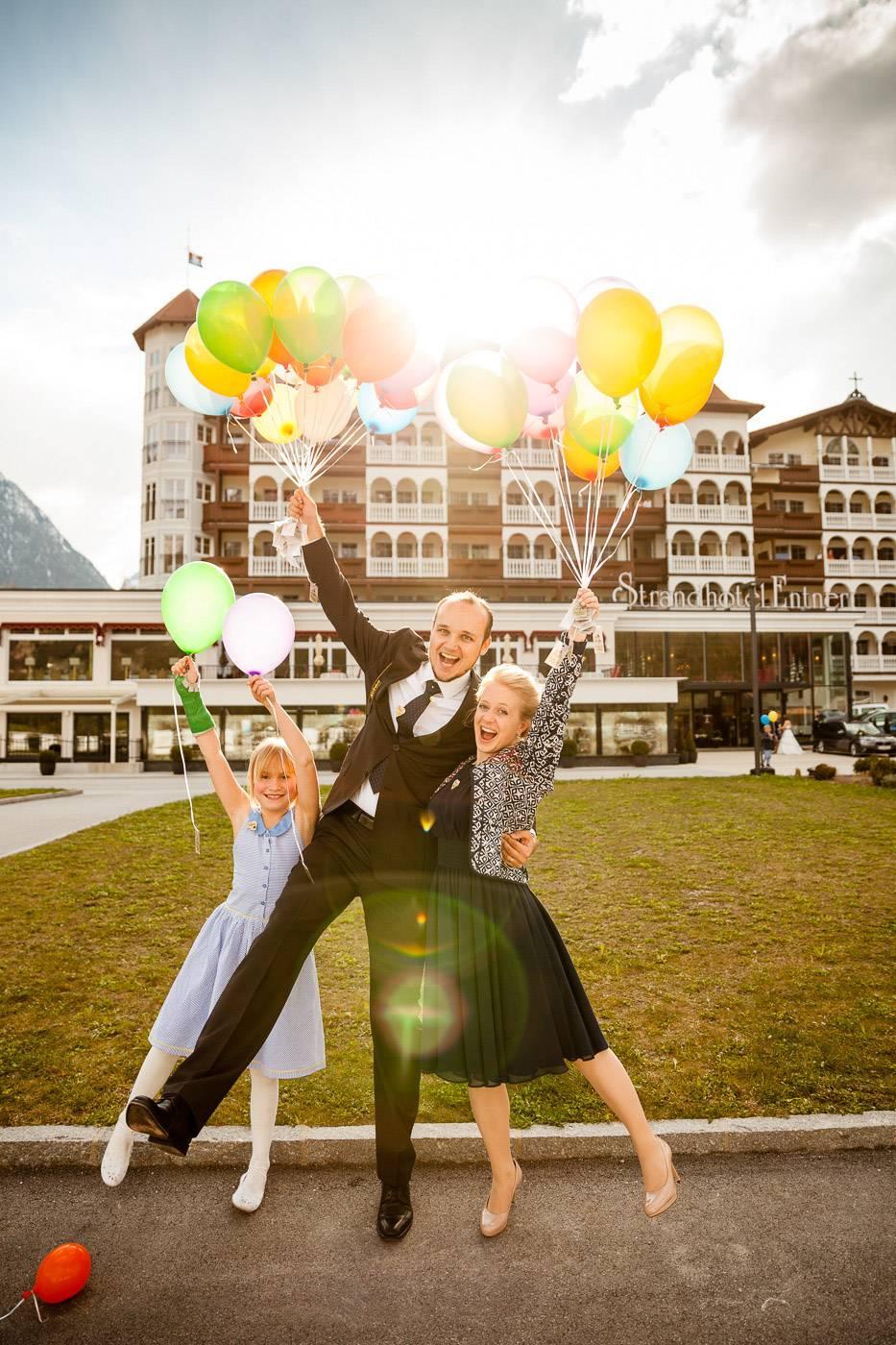 aschenputtel-hochzeitsfotograf-entners-luftballons-achensee-tirol