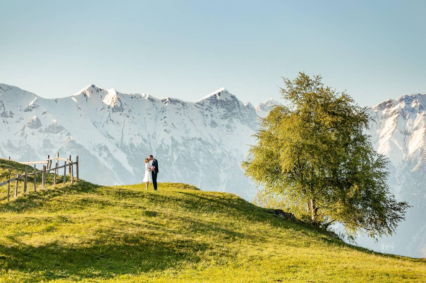 aschenputtel-hochzeitsfotograf-bergkulisse-brautpaar-innsbruck-nordkette-tirol