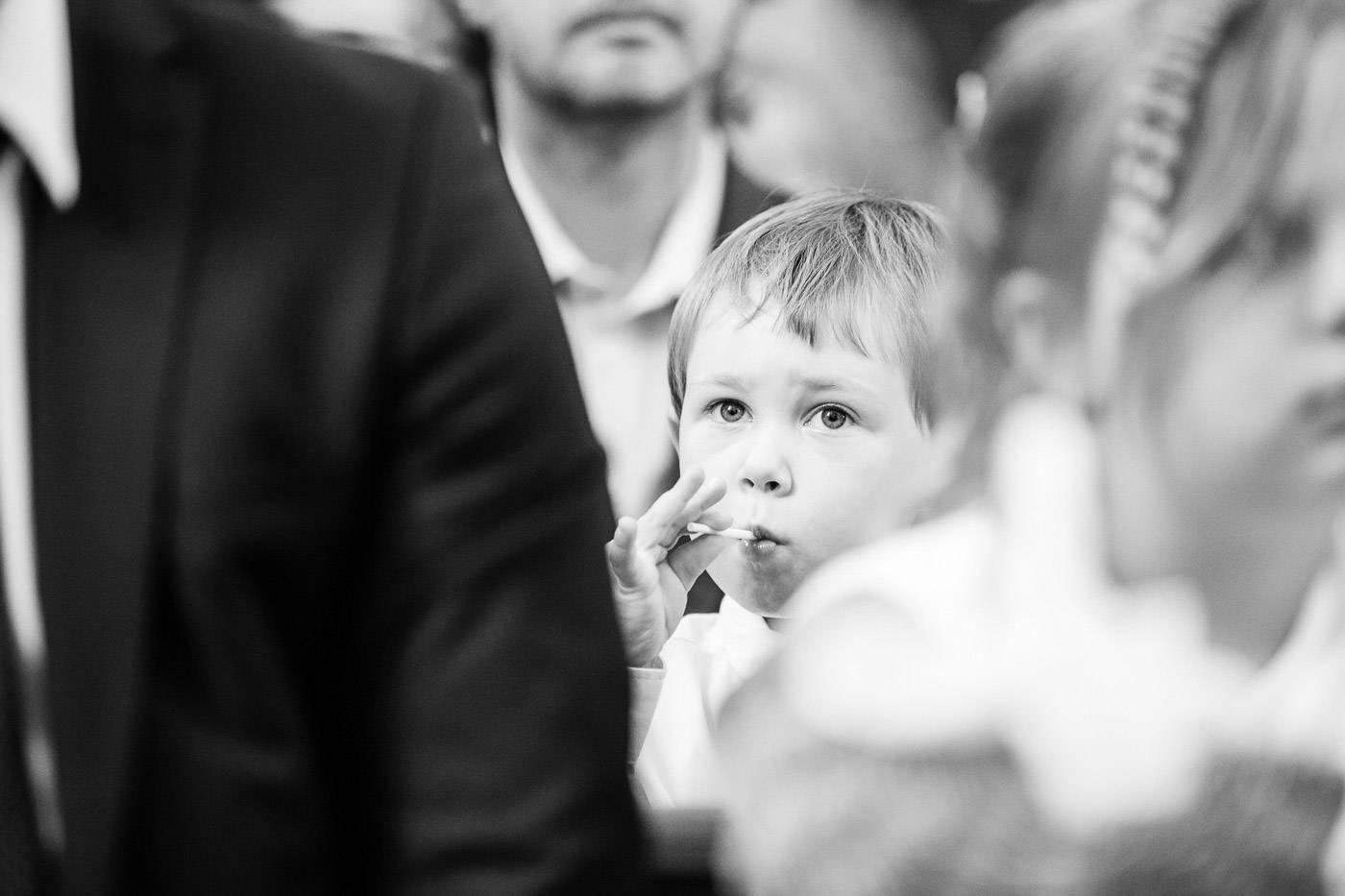 aschenputtel-hochzeitsfotograf-kind-kirche-innsbruck-tirol