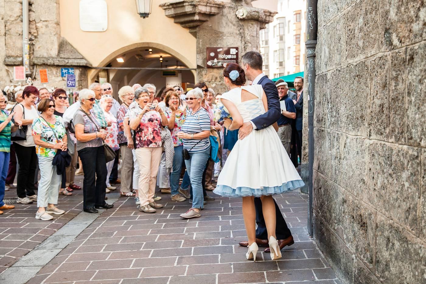 aschenputtel-hochzeitsfotograf-touristengruppe-tirol-innsbruck